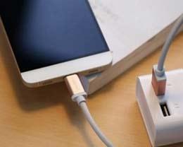 如果苹果手机玩的很烫,可以马上充电吗?