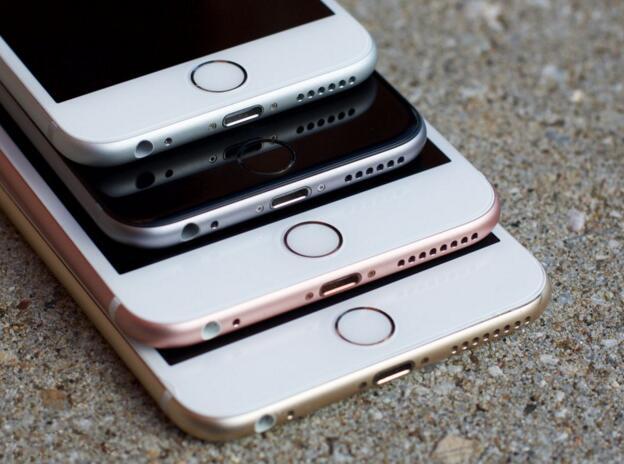 那么苹果可以选择在屏幕上显示一个指纹图标,让用户按上去就解锁.